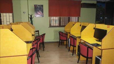 EMLAKÇI HÜSNÜDEN CADDE ÜSTÜ DEVREN KİRALIK İNTERNET CAFE