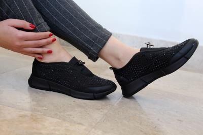 Bayan Üzeri Taş İşlemeli Siyah Spor Ayakkabı