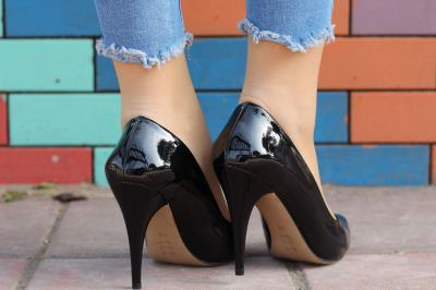Siyah Rugan İnce Topuklu Bayan Stiletto Ayakkabı