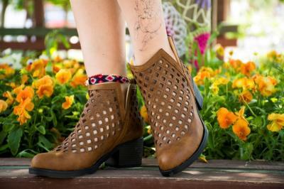 Bayan Taba Rengi Lazer Model Kalın  Topuk Yazlık Ayakkabı